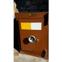 Сейф родом из СССР (Шкаф несгораемый металлический ШМН-1) Все целое, только потеряли ключ (сейф открыт, поэтому можно придумать что-то с новым замком) Размеры 56(Ш)х47(Г)х71(В)см Новый пр-ва г.Новогру