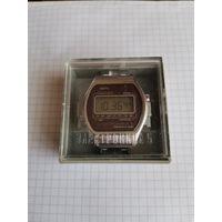 Часы СССР ЭЛЕКТРОНИКА 5 почти как новые !