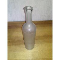 Бутылка 0.75 л. с Российским гербом.