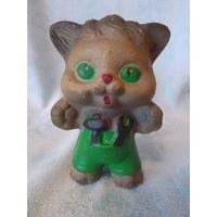 Кот, котенок - мастер - резиновая игрушка СССР, пищалка
