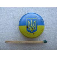 Знак. Флаг Украины и Герб