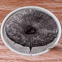 """RARE Чад 5000 франков 2015г. """"Сихотэ-Алинский метеорит."""" Монета в деревянном подарочном футляре; сертификат; коробка. СЕРЕБРО 155,50гр.(5 oz)."""