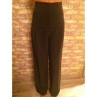 Стильные брюки с высокой талией на 46-48 размер, шоколадного цвета, плотная ткань, отлично на осень. Замеры: длина 110 см, ПОталия 40 см. Обмен не интересует