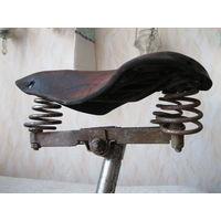 Старое велосипедное трехпружинное седло. СССР, вторая половина прошлого века.