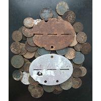 2 жетона и монеты