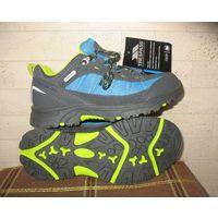 Кроссовки мембранные Regatta Hamley-Kids walking boot водонепроницаемые, длина по стельке 22,5 см (UK9 EU35)  Прогулочные десткие кроссовки, водонепроницаемые и дышащие. Материал верха - комбинация ко