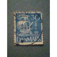 Дания. Каравелла. 1927г. гашеная