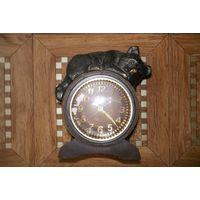 Часы Молния мишка на бочонке