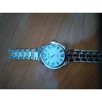Продам кварцевые часы Omax в отличном состоянии.