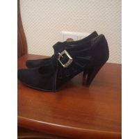 Туфли чёрные 38 размер.