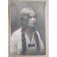 Фото девушки. 1920-е? 8.5х12.5 см.