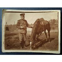 Фото царского офицера с лошадью. 1915 г. 4х6 см