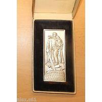Ehrenmal Treptow Berlin Настольная медаль ГДР в золоте