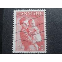 Дания 1943 принцесса Ингрид с дочкой, будущей королевой