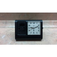 Часы-будильник миниатюрный СССР,электронно-механический,Луч,в хорошем состоянии,рабочие