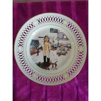 """Фарфоровая тарелка с изображением картины Карла Ларссона """"Мамина и маленьких девочек комната"""" 1900 г. 22см. Дания."""