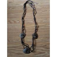Красивое женское ожерелье из кожи тонированного дерева и пластмассы Иран.