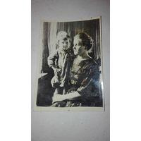 """Старое фото""""Мать с ребенком""""1944г"""