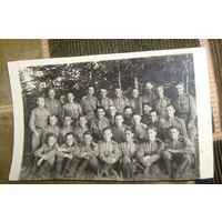 Групповое фото воинского подразделения.