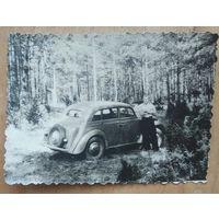 Фото с автомобилем. 1960-е. 8.5х11.5 см.