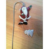 Классный, стильный, европейский Дед мороз на палочке. Можно украсить любое новогоднее блюдо.