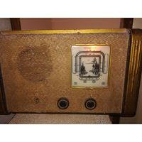 Старинный  ламповый приёмник Рекорд
