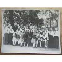 Фото 3-го класса Минской музыкальной школы при Белгосконсерватории. Минск. Пл. Свободы. 1958 г.