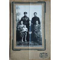 Семейное фото с товарищем в кожанке (возможно, сотрудник ЧК или ОГПУ). 1920-е.