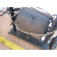 """Рабочий компрессор от старинного-на базе кухонного стола ,холодильника """"Рига"""". первый выпуск."""