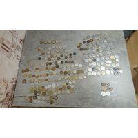 Лот монет разных стран, всего 242 монеты и 7 жетонов
