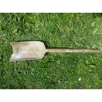 Большая деревянная лопата