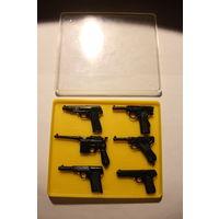 """Набор пистолетов """"Парус"""", времён СССР, масштаб 1:4, размер коробки 14.5*12.5 см."""