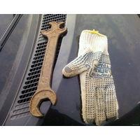 Старинный  ключ.военный.
