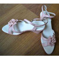 Босоножки розовые с цветком