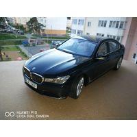 BMW 750li  МАСШТАБ 1 18