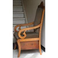 Кресло старинное.19 век.с ящиком.Реставрировано.