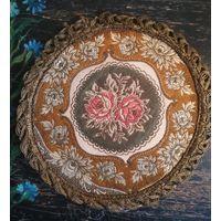 Старинная декоративная салфетка коврик шитьё металлическая нить гобелен диаметр 20 см.