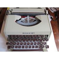 """Портативная печатная машинка """"Оливетти"""" с латинским шрифтом (в чехле для переноски)"""