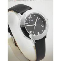 Редкие женские кварцевые  наручные часы GenX 28мм кожаный ремешок V908