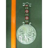 Большая сувенирная медаль.