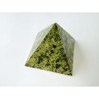 Пирамида из змеевика 7х7 см