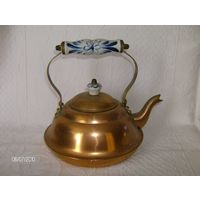 Симпатичный медный  чайник  на 1 литр.  Винтаж