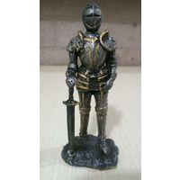 Рыцарь. Пластик, высота 10 см, не с рубля