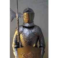 Фигура рыцаря в доспехах,  высота  примерно 45 см