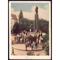 1961 год Украина Канев Экскурсанты биля памятника Шевченко