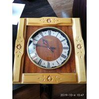 Часы настенные кварцевые изготовленные в СССР.