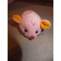 Мышка мягкая, при нажатии говорит I love you.