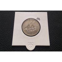 100 филсов 1999. Кувейт. Хорошая! В холдере.