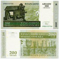Мадагаскар. 200 ариари (образца 2004 года, P87c, UNC)