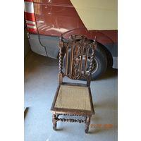 Пара резных стульев
